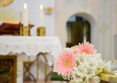 Allestimento in chiesa per cerimonia funebre