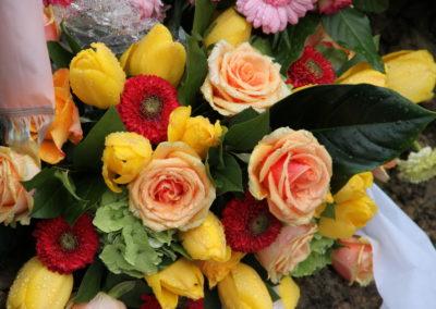 Composizione Tulipani gialli e Rose
