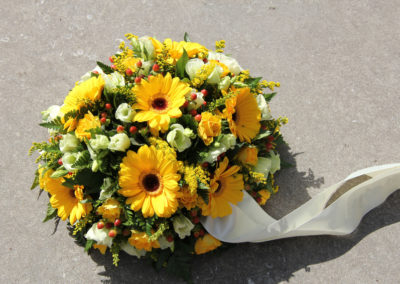 Copribara bouquet funebre margherite gialle
