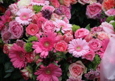 Corona rosa di margherite e roselline