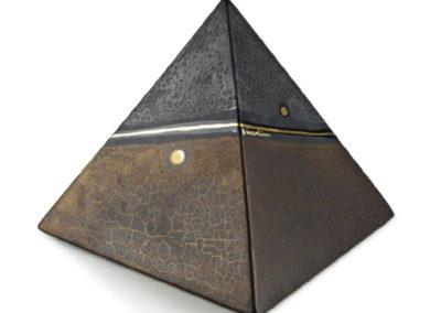 Urne in ceramica a piramide, lavorazione a marmo e oro